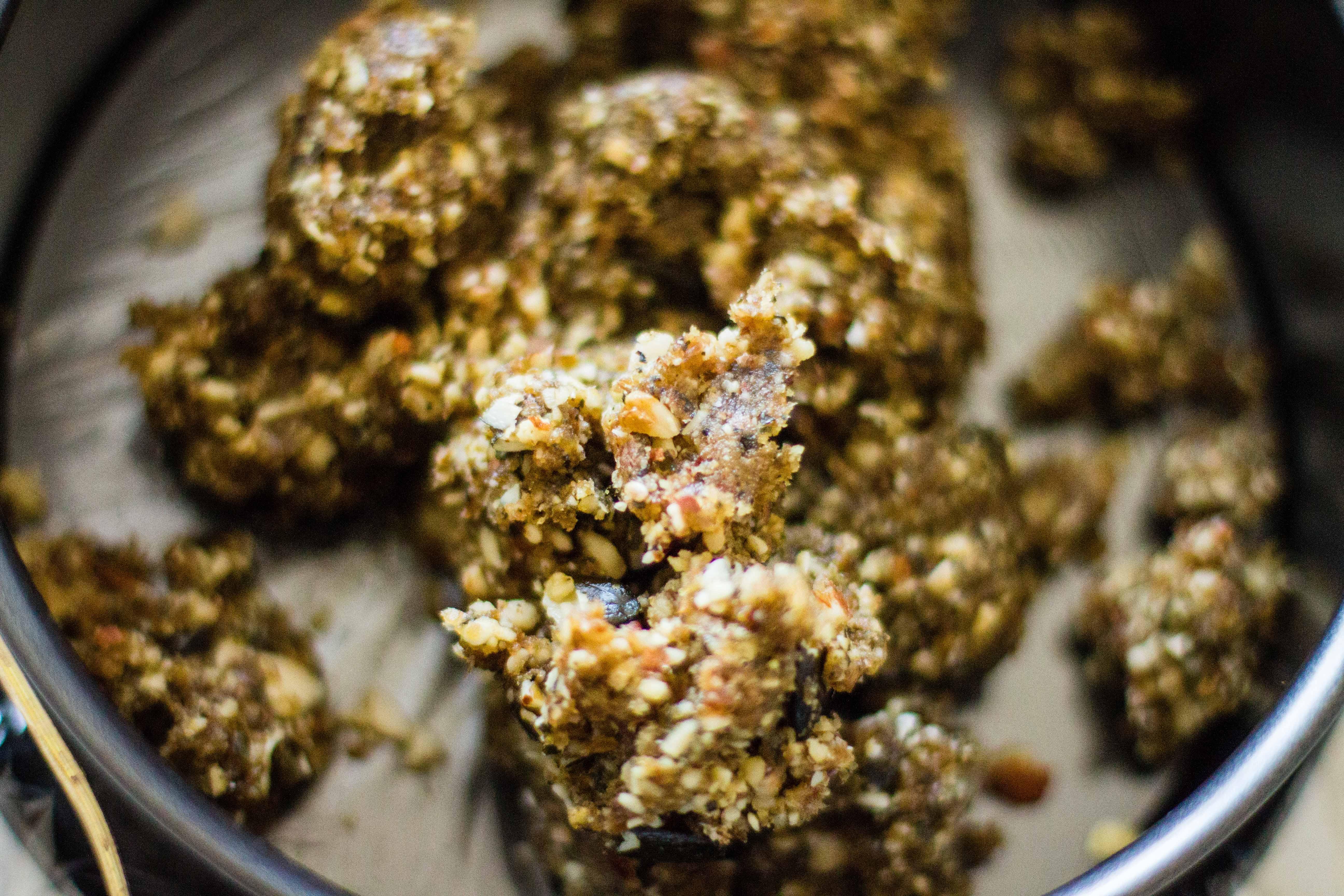 Torten-Boden aus Datteln, Nüssen und Kernen