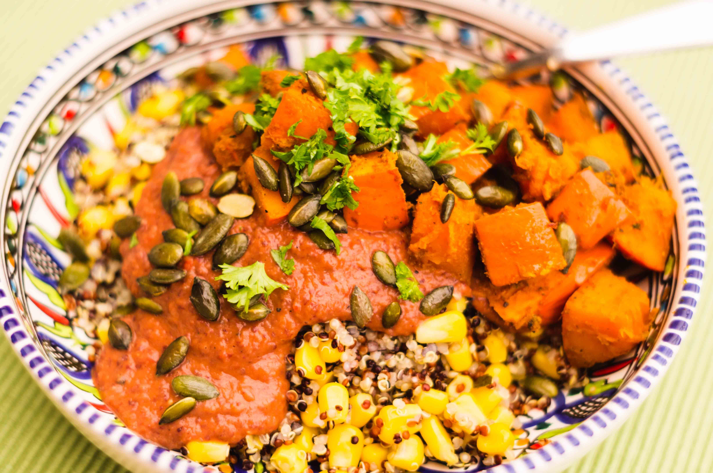 Quinoa-Salat mit Kürbis und Salsa