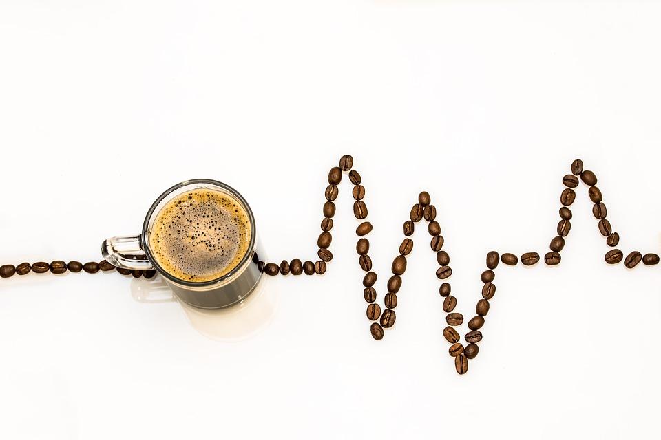 Kaffeetasse mit Herzrhythmus-Aufzeichnung