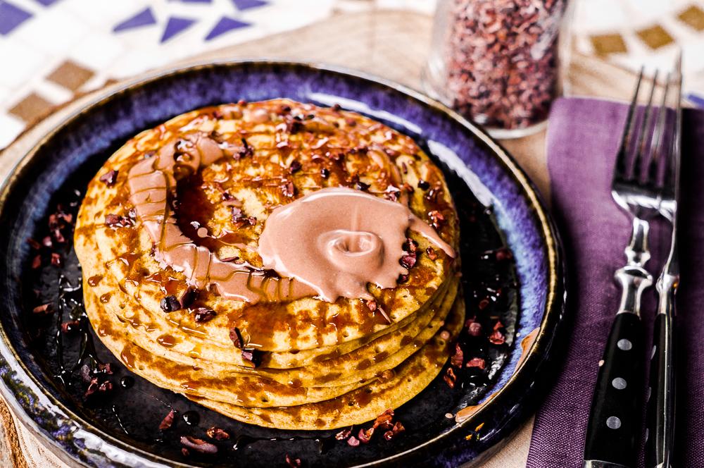 Salty Peanut Pancakes mit Schokosauce